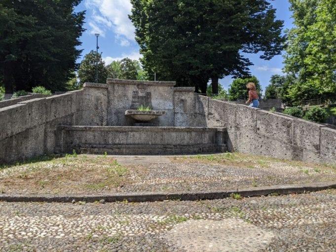 Riqualificazione della fontana di via Primo Maggio, restyling concluso entro l'estate